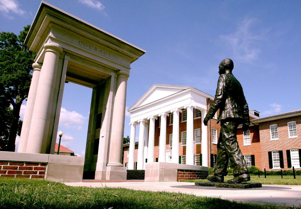 Monday S Monument James Meredith Statue Ol Miss Oxford